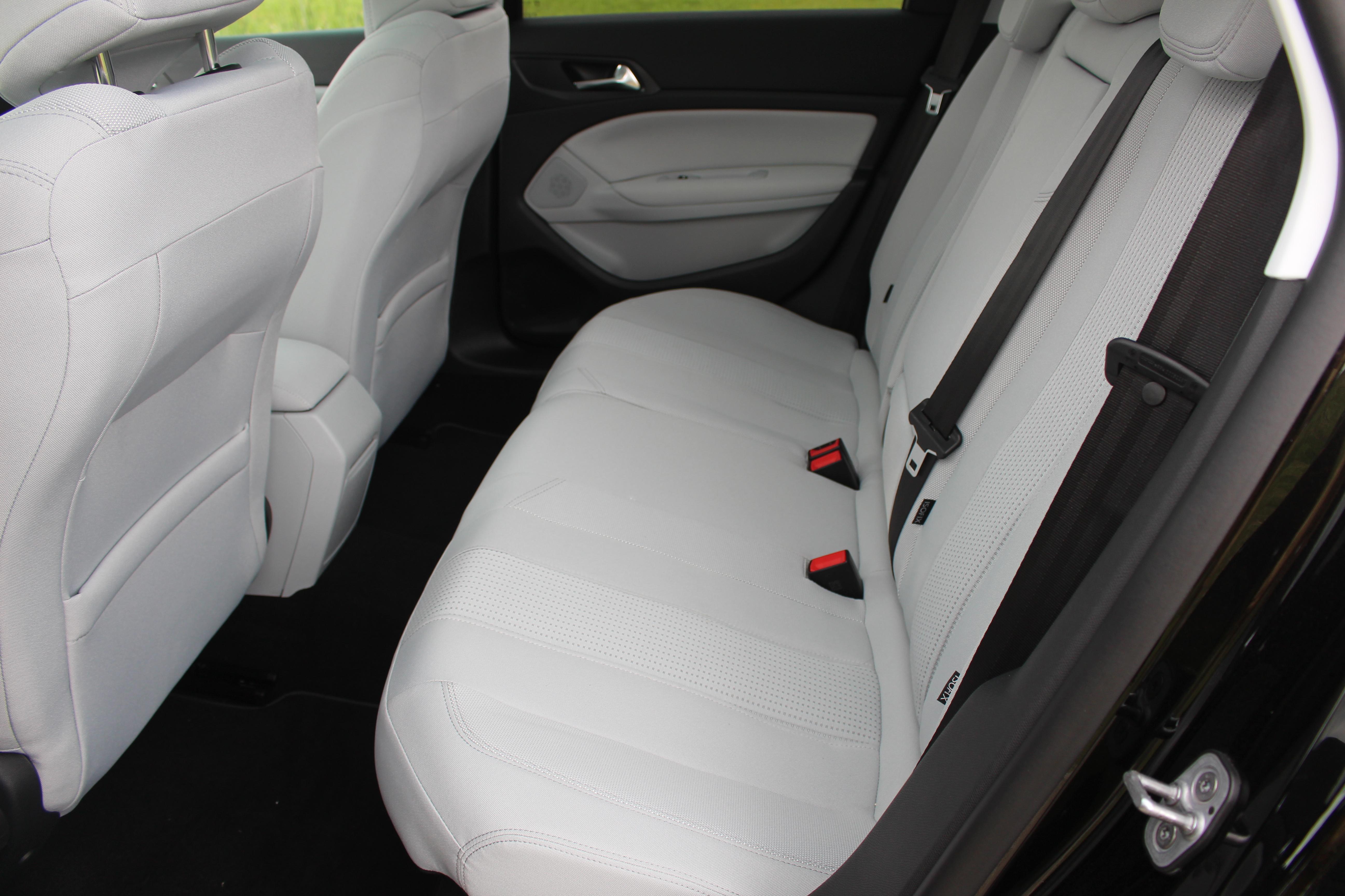 essai peugeot 308 sw 1 2 e thp130 puretech bvm6 la voiture essence de l 39 ann e. Black Bedroom Furniture Sets. Home Design Ideas