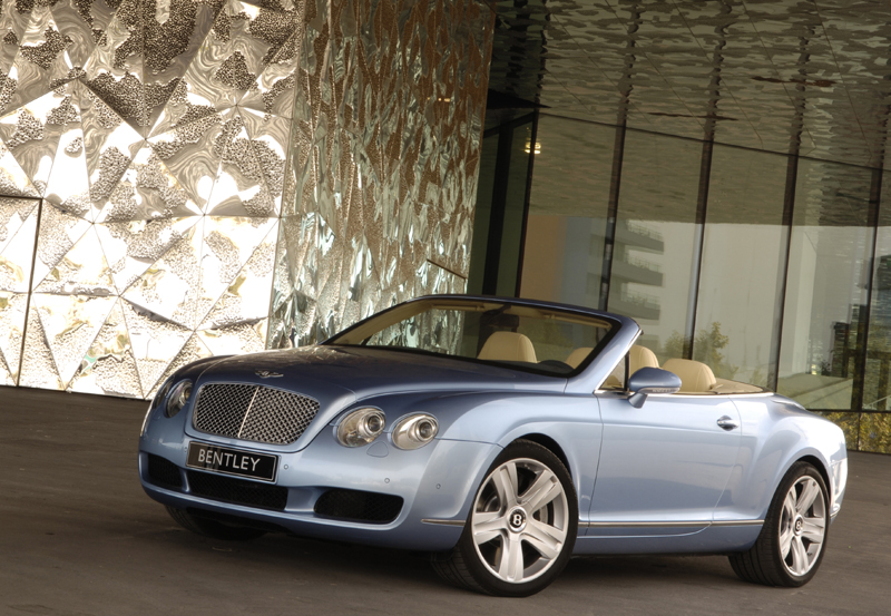 bentley continental gtc le cabriolet 4 places le plus rapide du monde. Black Bedroom Furniture Sets. Home Design Ideas