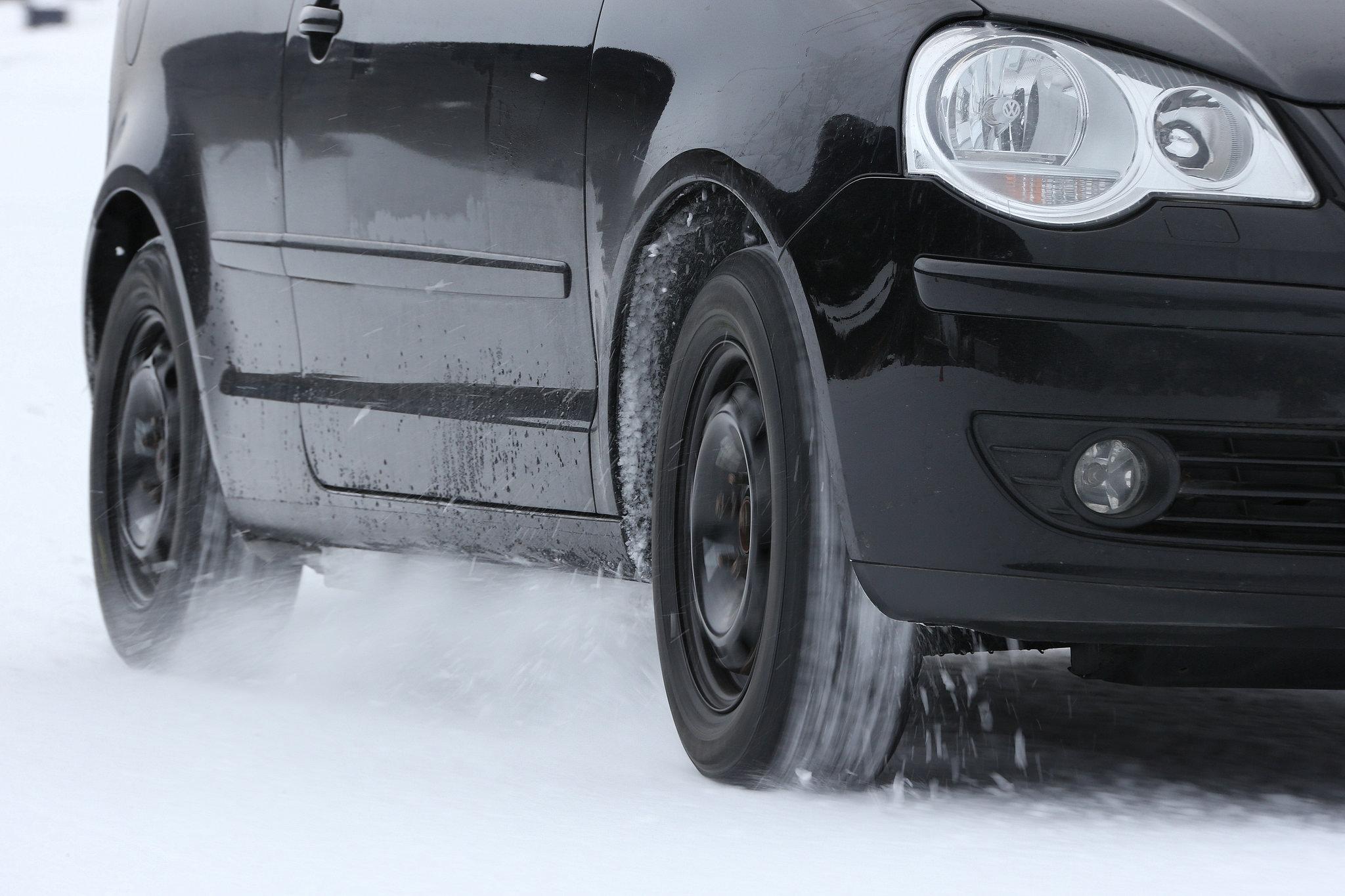 test pneu hiver 2017 test des pneus hiver 2017 2018 quel est le meilleur pneu pneu hiver test. Black Bedroom Furniture Sets. Home Design Ideas