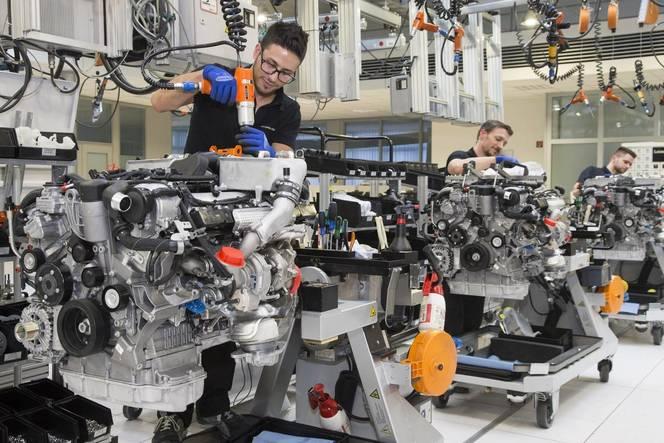 Mercedes : la production des V12 bat son plein