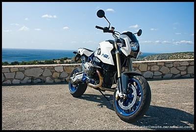 Essai BMW HP2 MegaMoto - Prise de contact