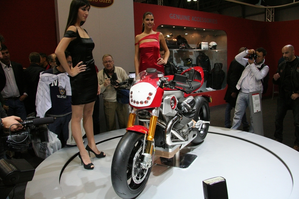 "Salon de Milan 2009 en direct : Moto Guzzi, série V12, ""LA"" surprise de Milan"