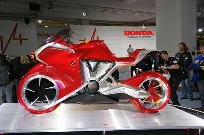 Honda présente à travers les salons de l'automne son proto V4