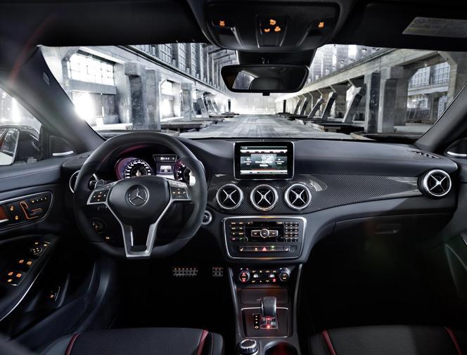 Salon de New York 2013 - La Mercedes CLA 45 AMG se dévoile entièrement