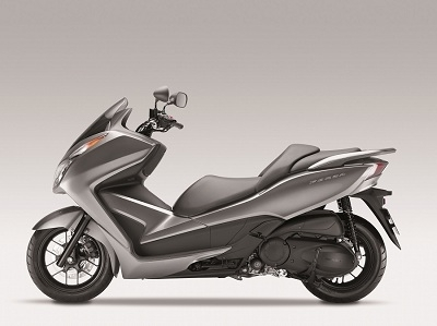 En direct du Salon de Milan - Honda: Le scooter NSS300 Forza poursuit l'aventure