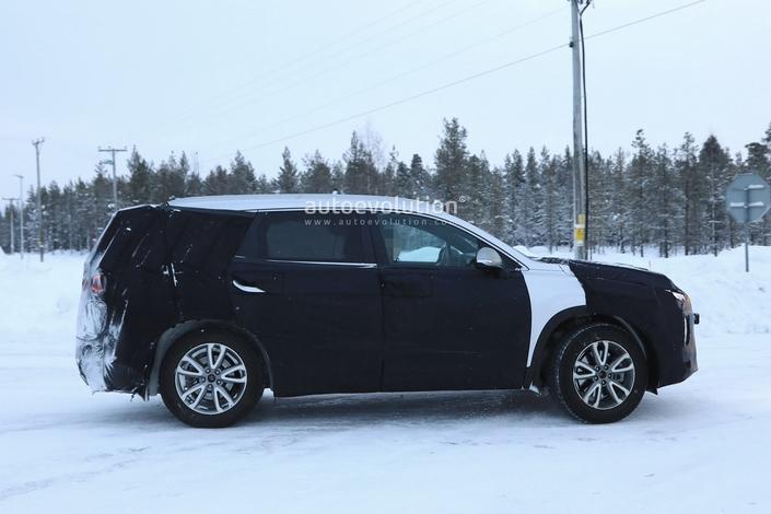 Hyundai teste le Santa Fe à venir face au Volvo XC60