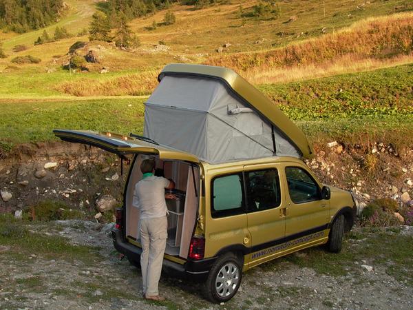 portfolio transformez votre utilitaire compact en mini camping car. Black Bedroom Furniture Sets. Home Design Ideas