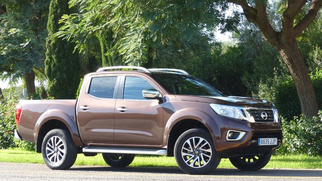 essai vid o nissan np300 navara retour en force et en. Black Bedroom Furniture Sets. Home Design Ideas