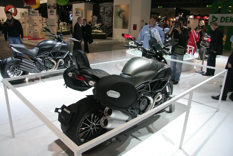 Actualité moto - En direct du Salon de Milan: Voyager en Diavel ça vous dit ?