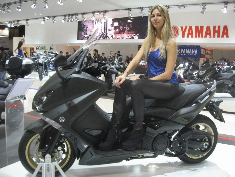 En direct de Milan : Yamaha lance le T-Max 530 Black Max