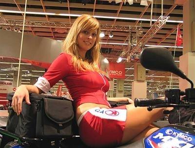Salon du 2 roues de Cologne : les filles de l'Intermot