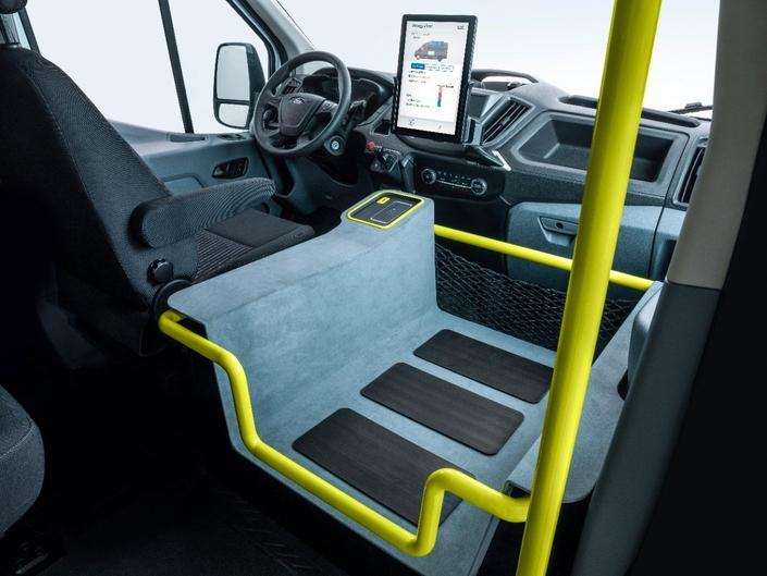 Ford détaille son minibus Transit électrique