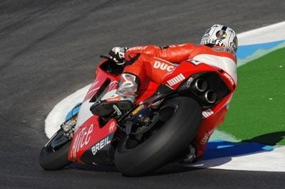 Moto GP Estoril D.1: Stoner au ciel. Melandri à terre