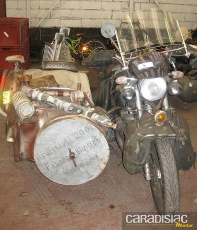 """Vente aux enchères d'une vingtaine de motos """"militaires"""" anciennes le 11 octobre 2011 à La Plaine Saint-Denis (93)."""