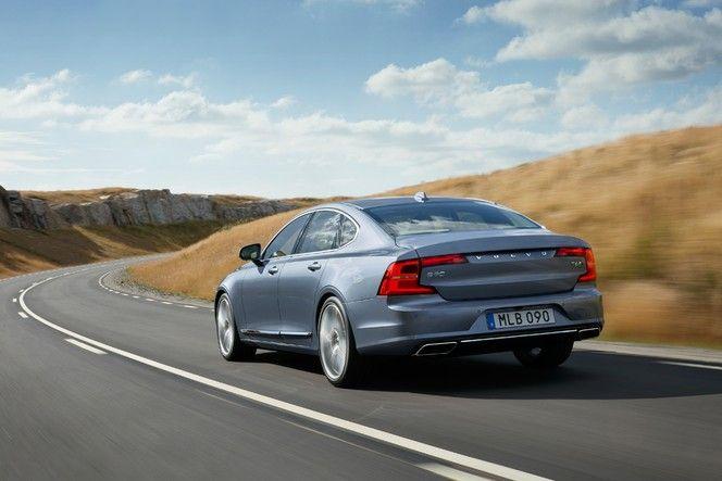 Volvo officialise la S90