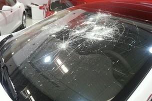 Pas content de Tesla, il casse sa Model S le jour de la livraison