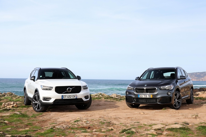 Le Volvo XC40 est photographié en finition R-Design et le BMW X1 en finition Business