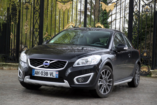 volvo c30 summum d4 phase 2 noir saphir pr sentation c30 volvo forum marques. Black Bedroom Furniture Sets. Home Design Ideas