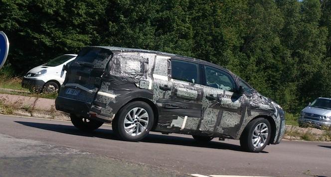 Le futur Renault Espace 5 surpris par un de nos lecteurs