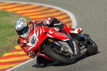 Superbike: Corser fait connaissance avec la R1