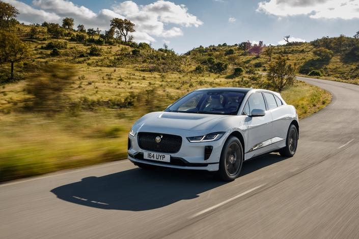 la jaguar i pace lue voiture mondiale de l 39 ann e 2019. Black Bedroom Furniture Sets. Home Design Ideas