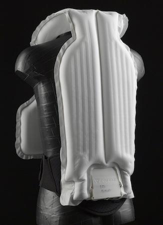 """Salon de Milan 2011: Dainese et son airbag """"Street"""" mais aussi AGV et ses casques Standards sont bien là"""
