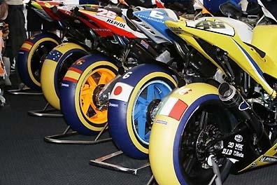 moto gp valence couleur et quinte flush. Black Bedroom Furniture Sets. Home Design Ideas