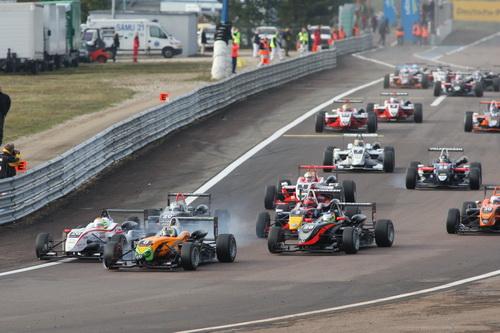 S0-Jules-Bianchi-titre-en-F3-Euro-Series-Deja-grand-d-Europe-145333
