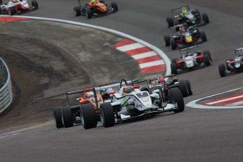 S0-Jules-Bianchi-titre-en-F3-Euro-Series-Deja-grand-d-Europe-145342
