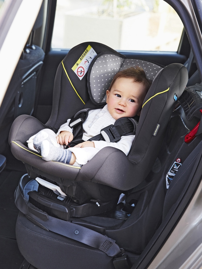 Avec son réducteur amovible et son assise inclinable, multi-positions, le siège auto Rotasit Vert Baudet dispose d'une base rotative à 90° pour faire pivoter l'assise et faciliter ainsi l'installation de l'enfant dans le siège. Utilisable de la naissance à 18kg.