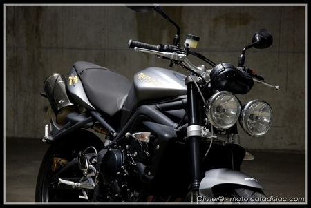 essai triumph street triple r 2009 avec un r comme sportive. Black Bedroom Furniture Sets. Home Design Ideas