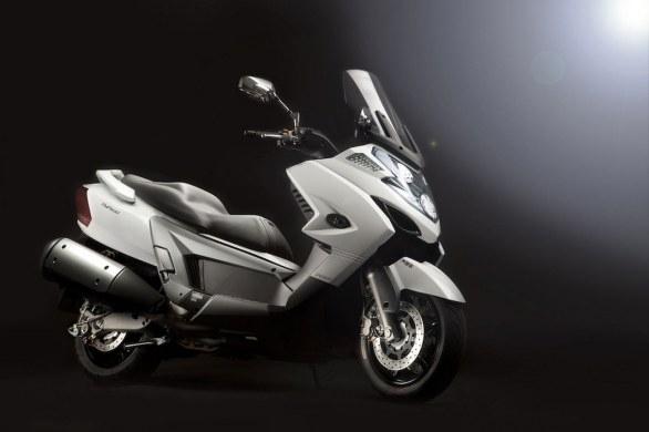 Nouveauté scooter 2012 : le Kymco MyRoad 700 bientôt en France