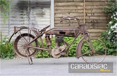 Les motos se maintiennent...