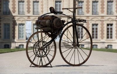Livre: Perreaux: la première moto de l'histoire par Guy Rolland.