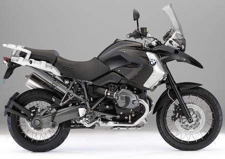 BMW: la gamme Triple Black s'étend aussi à l'Adventure
