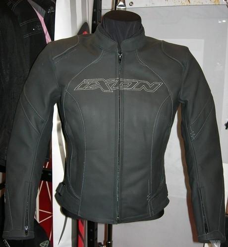 Salon de Milan 2009 : Ixon côté cuir.