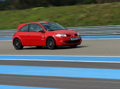 Essai groupé: Renault Clio RS vs Megane RS F1 Team.2