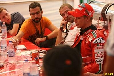 Moto GP - Ducati: Stoner est passé sur le billard