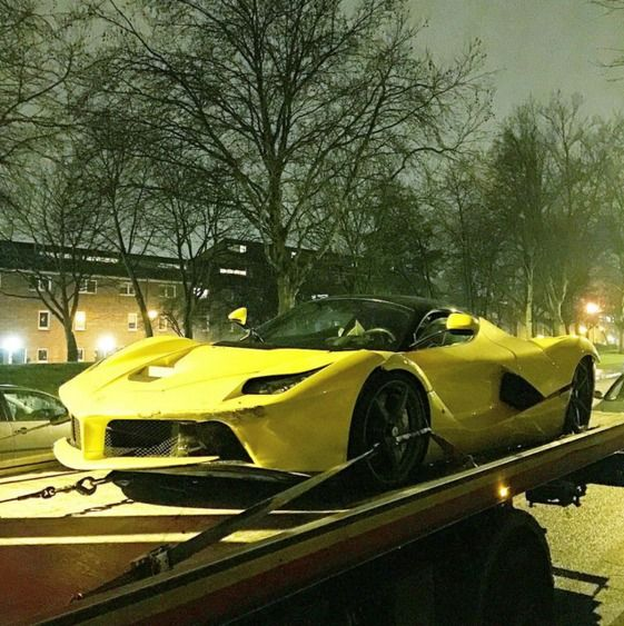 Crash : une Laferrari part en tête-à-queue près de Londres