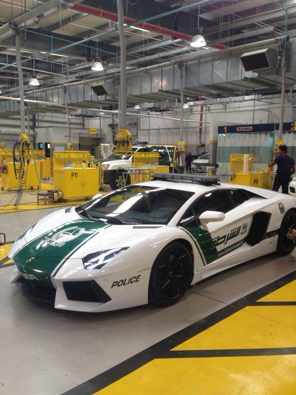 Dubaï : la police en Lamborghini Aventador, tout est normal