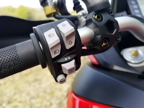 Essai Ducati Multistrada 950 - commodo gauche