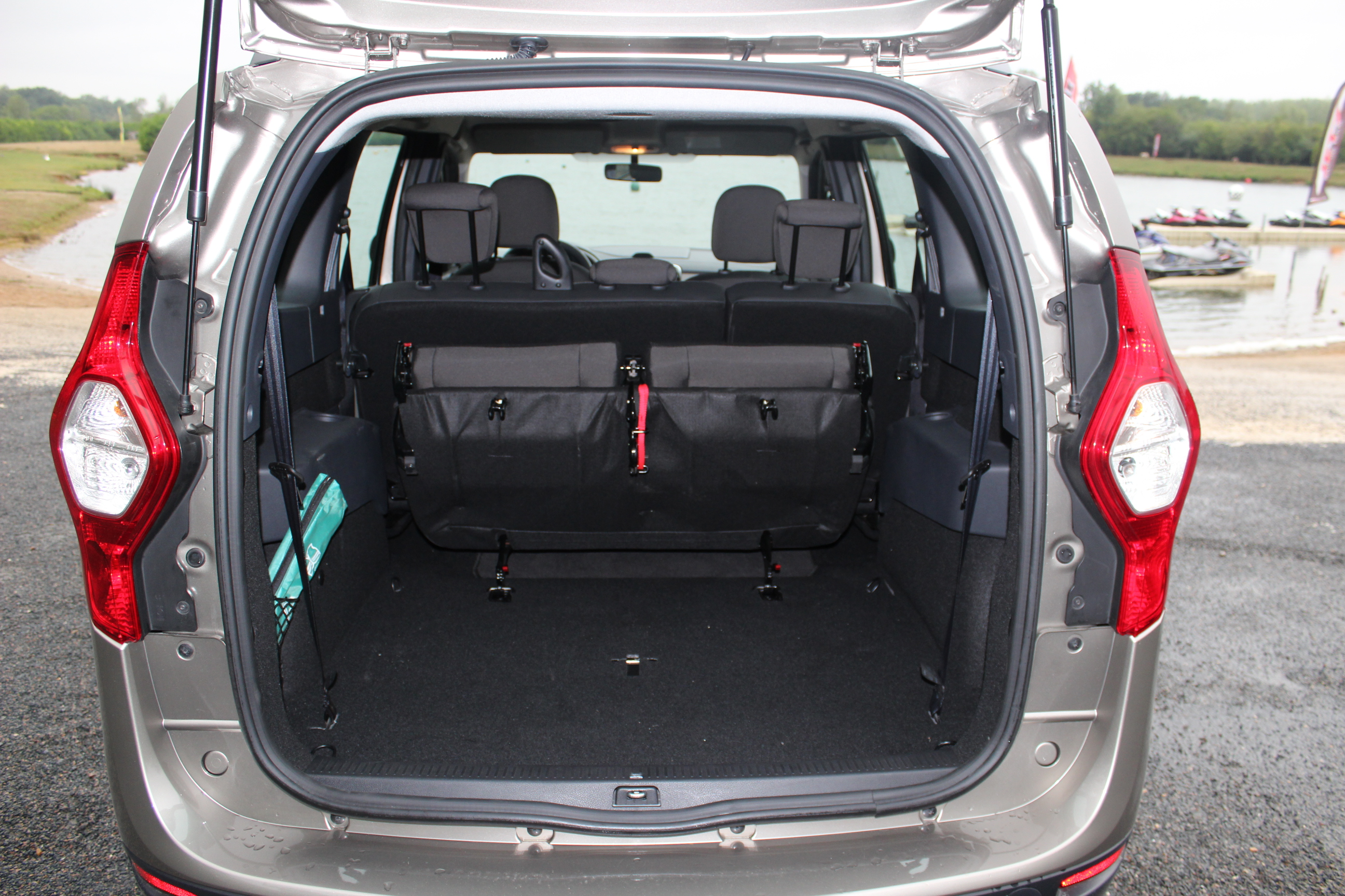 essai dacia lodgy 1 5 dci 90 gentil transport de troupes. Black Bedroom Furniture Sets. Home Design Ideas