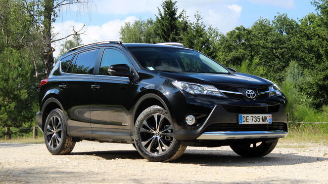essai toyota rav 4 d 4d 124 awd l 39 ge de raison. Black Bedroom Furniture Sets. Home Design Ideas