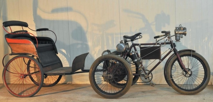 Vente Artcurial à Rétromobile: du lourd catégorie moto.