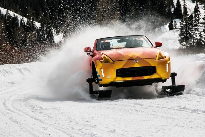 Insolite - Une Nissan 370Z roadster à chenilles