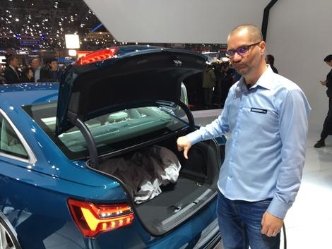 530 litres de volume de chargement, c'est respectable, mais l'ouvrant est très réduit et le fond du coffre inaccessible.