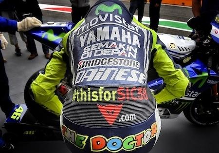 Vente aux enchères: 24 001 euros pour la combinaison de Valentino Rossi