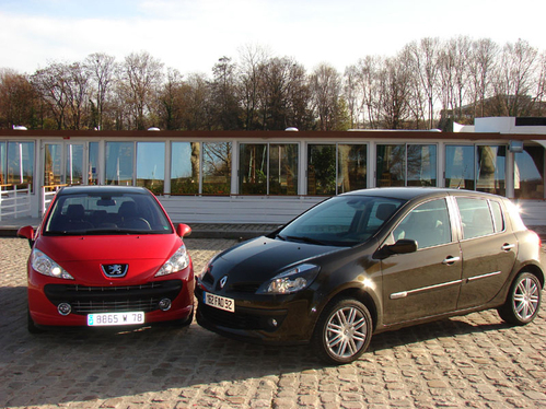 peugeot 207 1 6 thp 150 ch renault clio 2 0 140 ch philosophies divergentes. Black Bedroom Furniture Sets. Home Design Ideas