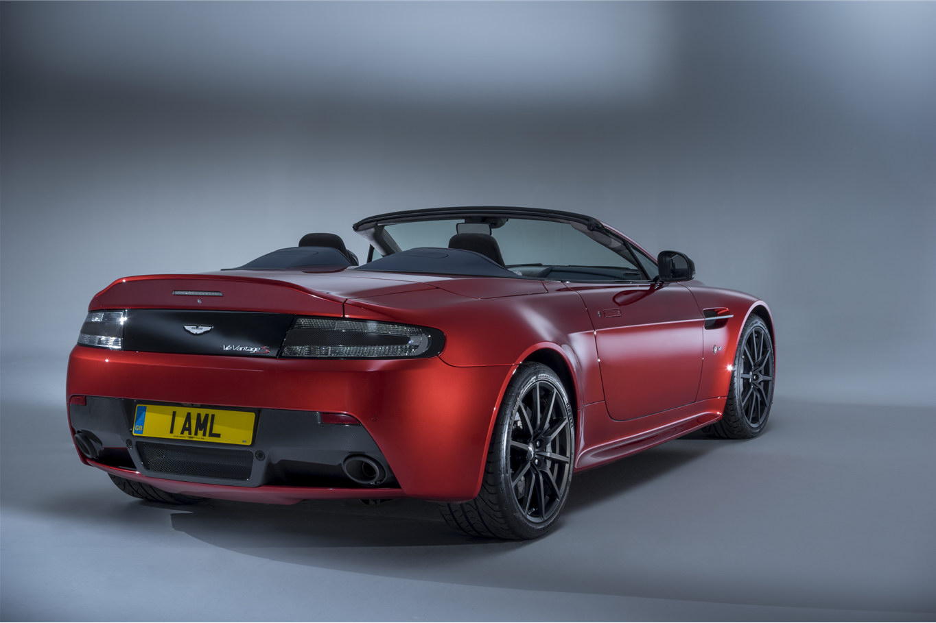 voici la nouvelle aston martin v12 vantage s roadster. Black Bedroom Furniture Sets. Home Design Ideas