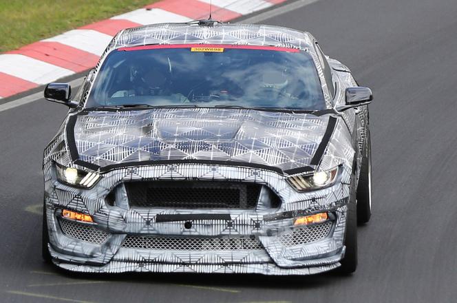 Surprise sur le Ring : la Ford Mustang SVT fait la méchante (ajout vidéo)